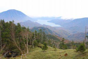 登山道からの中禅寺湖と男体山