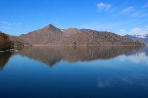 栃木百名山第46座社山:中禅寺湖から見える美しい山容の山