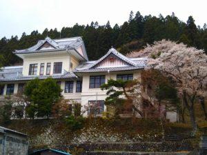 栃木百名山第48座鳴虫山:日光連山の前衛アカヤシオ満開の人気の山