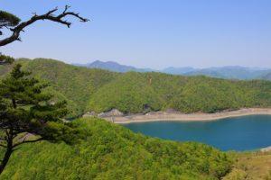 栃木百名山第26座月山:アカヤシオ・シロヤシオが萌える低山