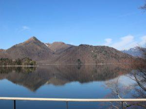 栃木百名山を楽しもう!:中禅寺湖に映る三つの山